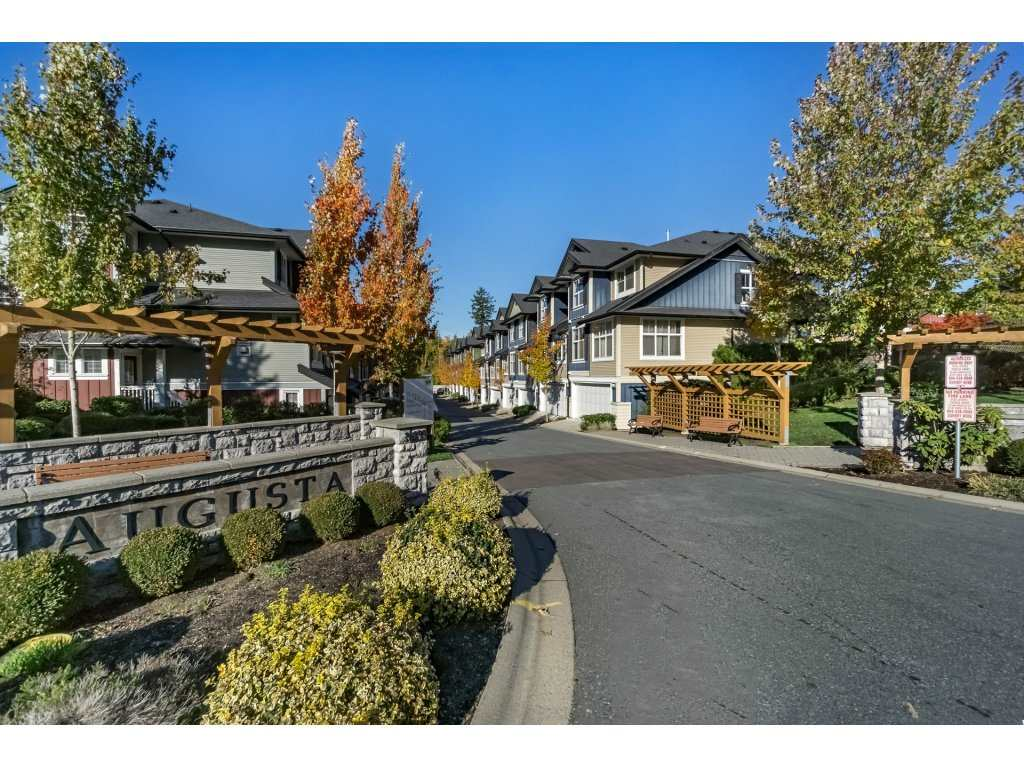 augusta townhomes cloverdale (2)